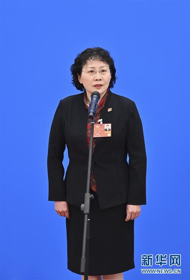 委员通道上,甄贞委员讲述检察公益诉讼故事图片