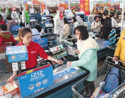 2015年,国内沃尔玛超市已接入支付宝。资料图片