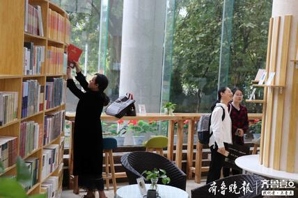 山东首个校园书店落地,电子阅读时代,校园实体书店如何破围?