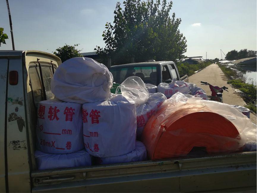 载有政府救援物资的皮卡货车 图:GT/胡雨薇