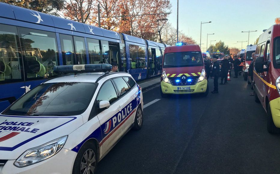 法国两辆有轨列车相撞 至少41人受伤(图