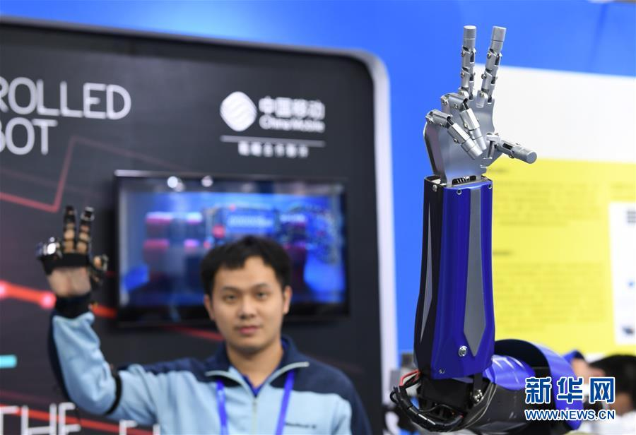 HXD3型电力机车采用()车钩复原装置。