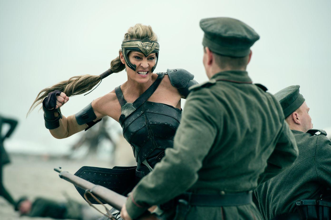 康妮·尼尔森、罗宾·怀特宣布回归《神奇女侠1984》