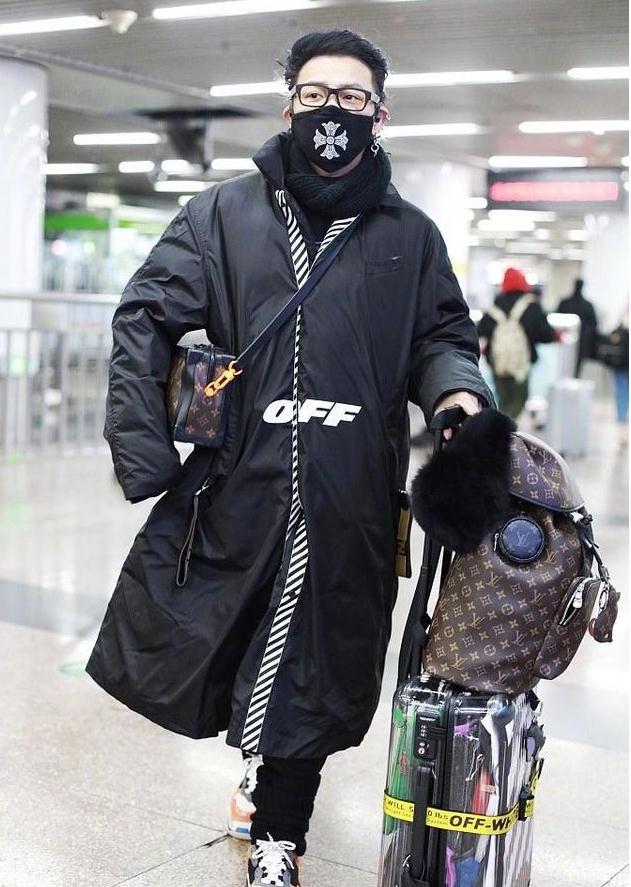 被称作男版Lady gaga的他新look出街难得低调,网友:竟然被帅到
