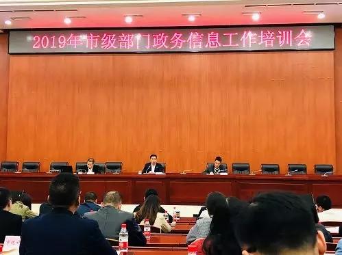 刘力任重庆市政府研究室主任,曾在武汉、成都等地工作