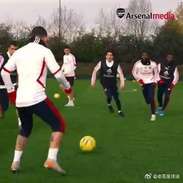 阿森纳公布训练视频,永贝里亲自指导贝莱林传球