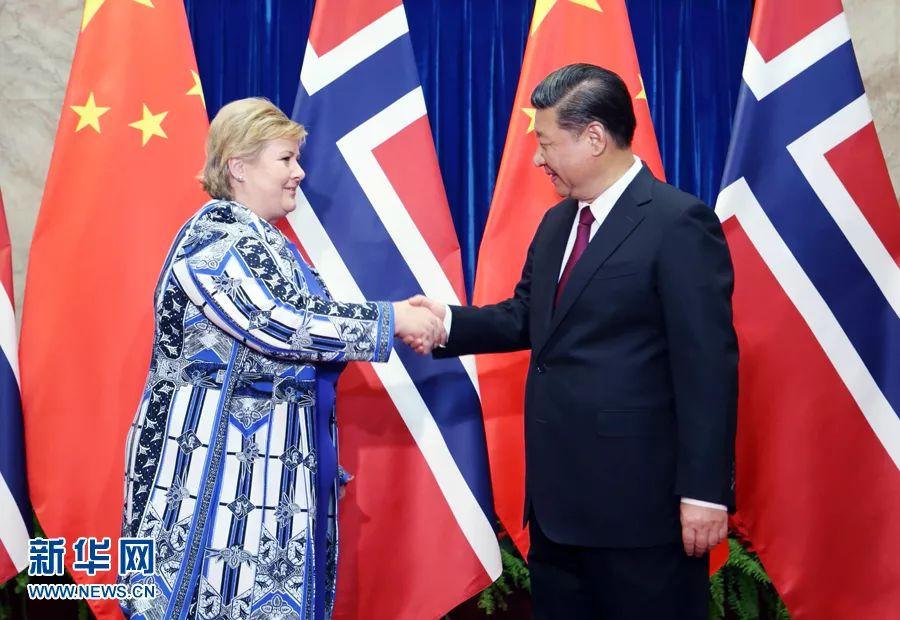 4月10日,国家主席习近平在北京人民大会堂会见挪威首相索尔贝格。新华社 姚大伟摄