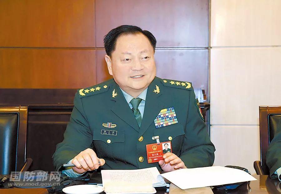 张又侠参加解放军和武警部队代表团分组讨论。(国防部网站)