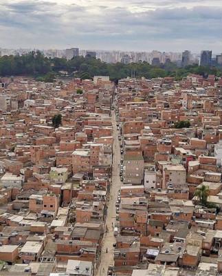 巴西圣保罗警方追捕嫌犯误入舞会引发踩踏 致9死7