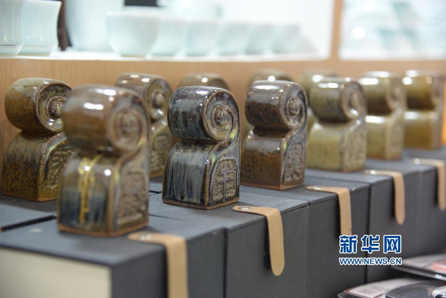 第八届山东文博会开幕 淄博陶瓷靓丽全场