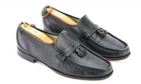 """将要拍卖的迈克尔·杰克逊""""太空步""""皮鞋(图片来源于网络)"""