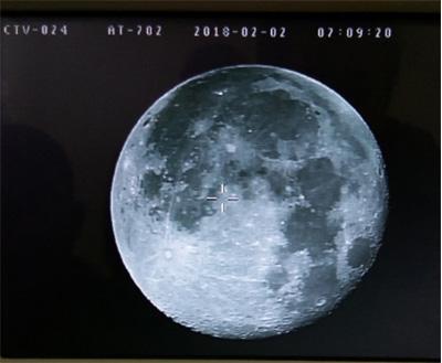 系统拍摄的高质量月球图像