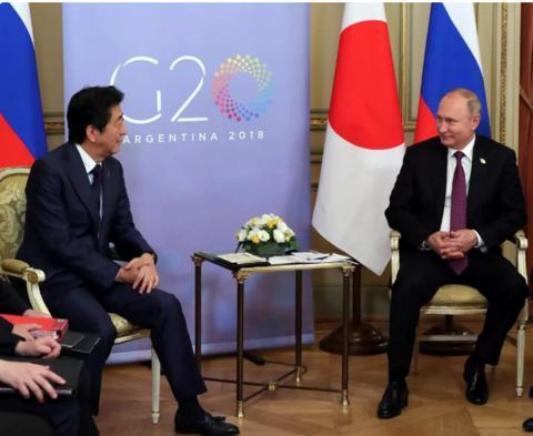 2018年12月1日,阿根廷布宜诺斯艾利斯,2018年二十国集团(G20)领导人峰会第二日,俄罗斯总统普京和日本首相安倍晋三举行双边会晤。