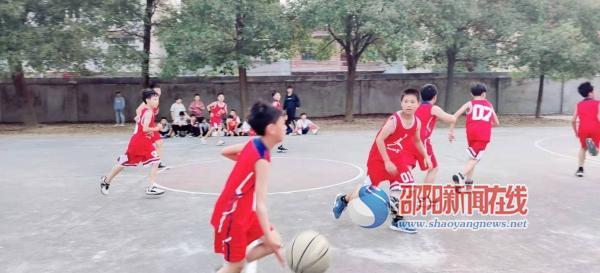 隆回县六都寨镇中学七、八年级篮球赛落下帷幕