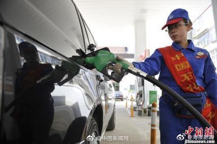 国内油价年内第七次下调 ,私家车加满一箱油省6元