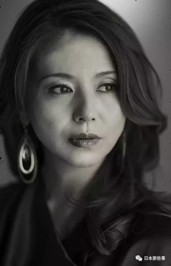 作为日本80年代的老牌偶像,姨圈48必须指名小泉今日子。