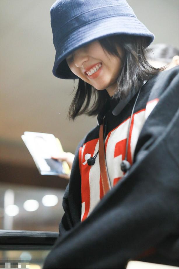 张子枫才是素颜女神,肤白齿洁面容精致,笑容很迷人