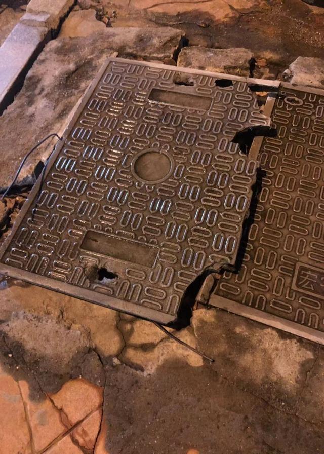 井盖破损钢筋外露,长沙市民经过不慎被扎伤