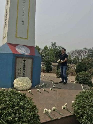 扫墓现场。图片来源:中国驻加尔各答总领馆网站