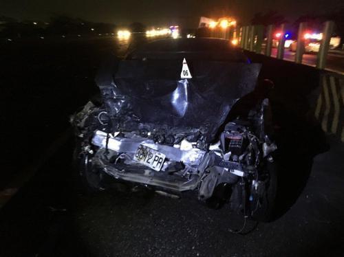 台湾司机疑因凌晨打瞌睡致车祸 8车相撞3人轻伤