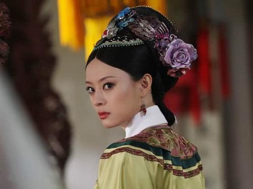 """黑化不用靠浓妆的女星,佘诗曼眼神都是戏,王艳太美""""恨""""不起来"""