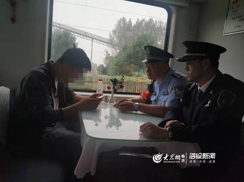 青春期少年乘火车离家出走 列车员合力劝其回家