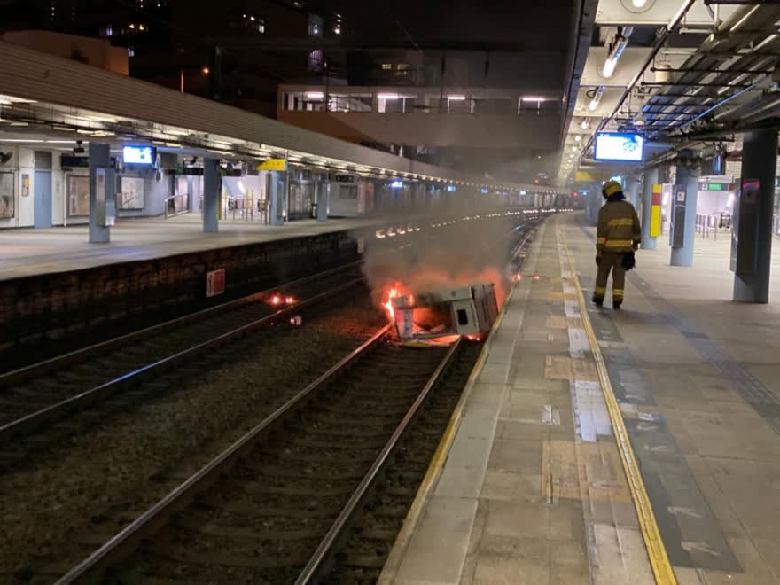 香港暴力犯罪分子不断升级破坏活动。(图源:文汇网)