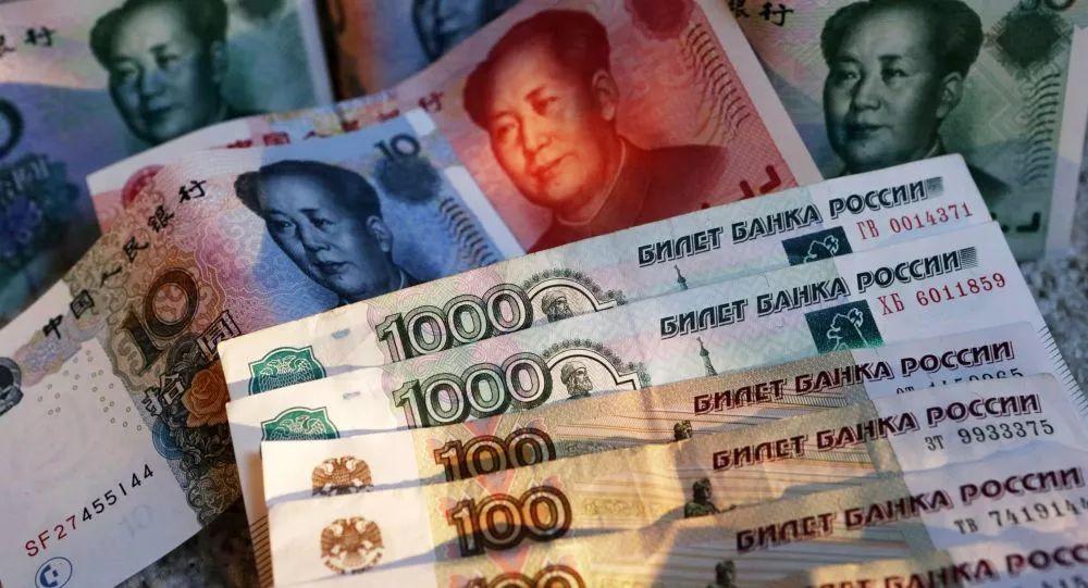 ▲资料图片:人民币和卢布
