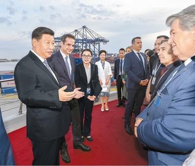 习近平和希腊总理共同参观中远海