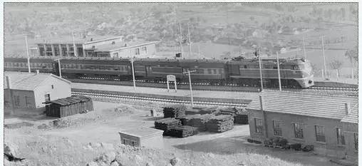 ▲1974年12月,新建成的密云县古北口火车站