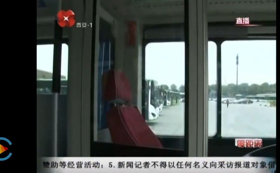 西安公交的司乘隔离装置(图片来源:央视网-直播零距离截图)
