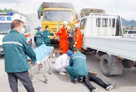 灵石县多部门联合开展交通事故应急救援演练