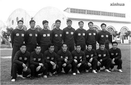 方紉秋(後排左一)曾是上世紀五十年代國足隊員