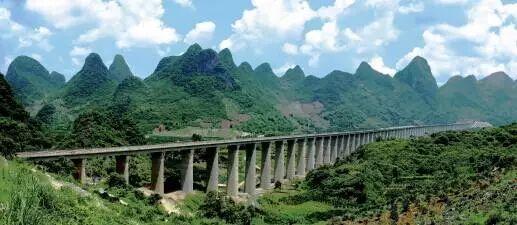 ▲贵广高铁项目曾受到世界银行贷款资助。图为贵广高铁大源特大桥。