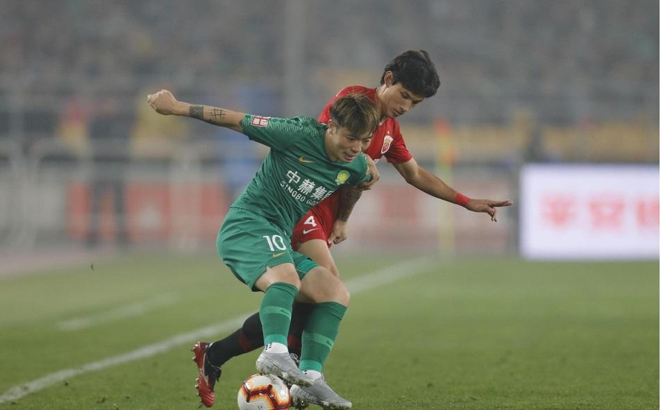 半场:吕文君假摔胡尔克中柱,国安0-0上港