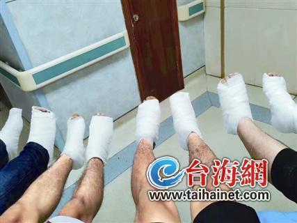 """漳州龙文区村民""""踏火""""祈福 6人脚板被燎出水疱"""