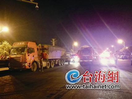 漳州昨天凌晨整治大货车 查获19辆车全都超载