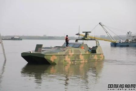 """""""海蜥蜴""""在长江水域开展多科目航行试验"""