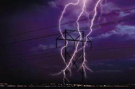 雷暴袭击,昆明小别墅被炸裂…云南已进入高发期!这7件事千万不要做