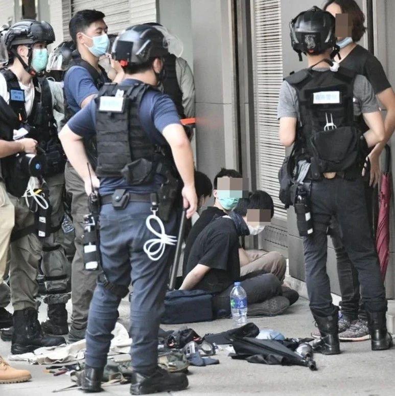 昨日,香港警方拘捕逾180名暴徒
