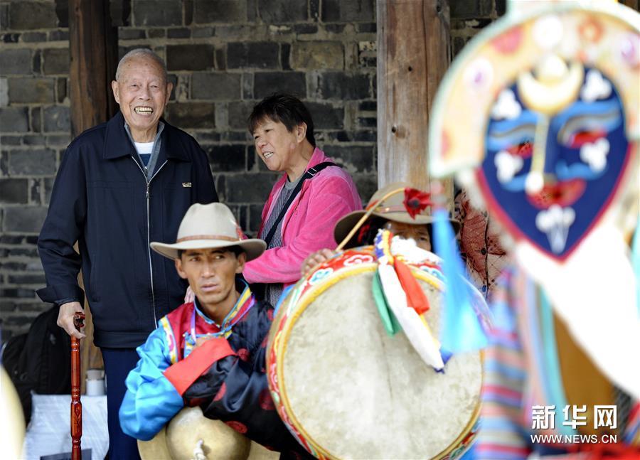 一鼓一钹十八人 珠峰藏戏沉浸水乡乌镇
