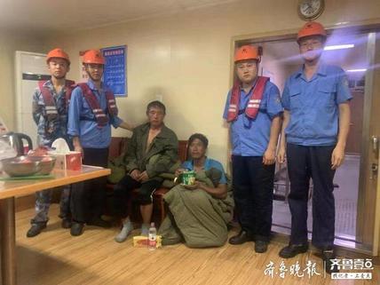 惊魂48分钟!两渔民落海,青岛港多部门深夜紧急救援