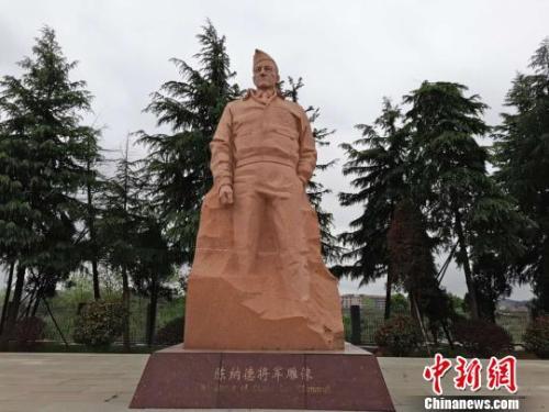 芷江飞虎队纪念馆里陈纳德将军的雕像。 王昊昊 摄