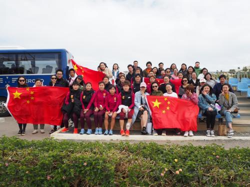 旅西华人留学生组拉拉队 为中国国奥女足加油助