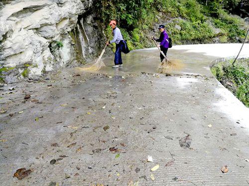 黔江区黄溪镇:加强农村道路养护管理
