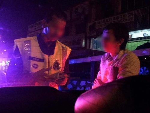 女事主及友人偷拍警察及Grab车司机,但被警察勒索1万令吉。(马来西亚《中国报》)
