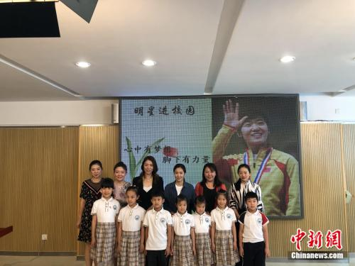 面对孩子们,短道名将刘秋宏分享了怎样的人生感悟?