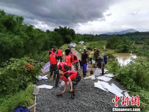 强降雨致广东云浮出现山体滑坡等灾情 已致5人死亡