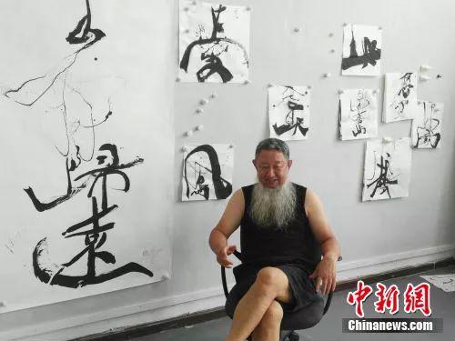 邵岩接受记者采访。中新网记者宋宇晟 摄