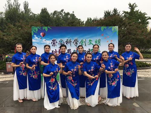 北京海淀区举办反邪教科普广场舞展演活动